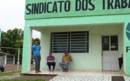 Na manhã de terça-feira (4), Agricultor protesta em frente ao Sindicato dos Trabalhadores Rurais de Miraguaí