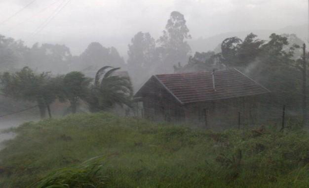 Previsão de forte chuva e vento no RS