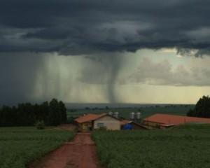 Fim de semana é com risco de chuva e vento fortes no Sul do Brasil