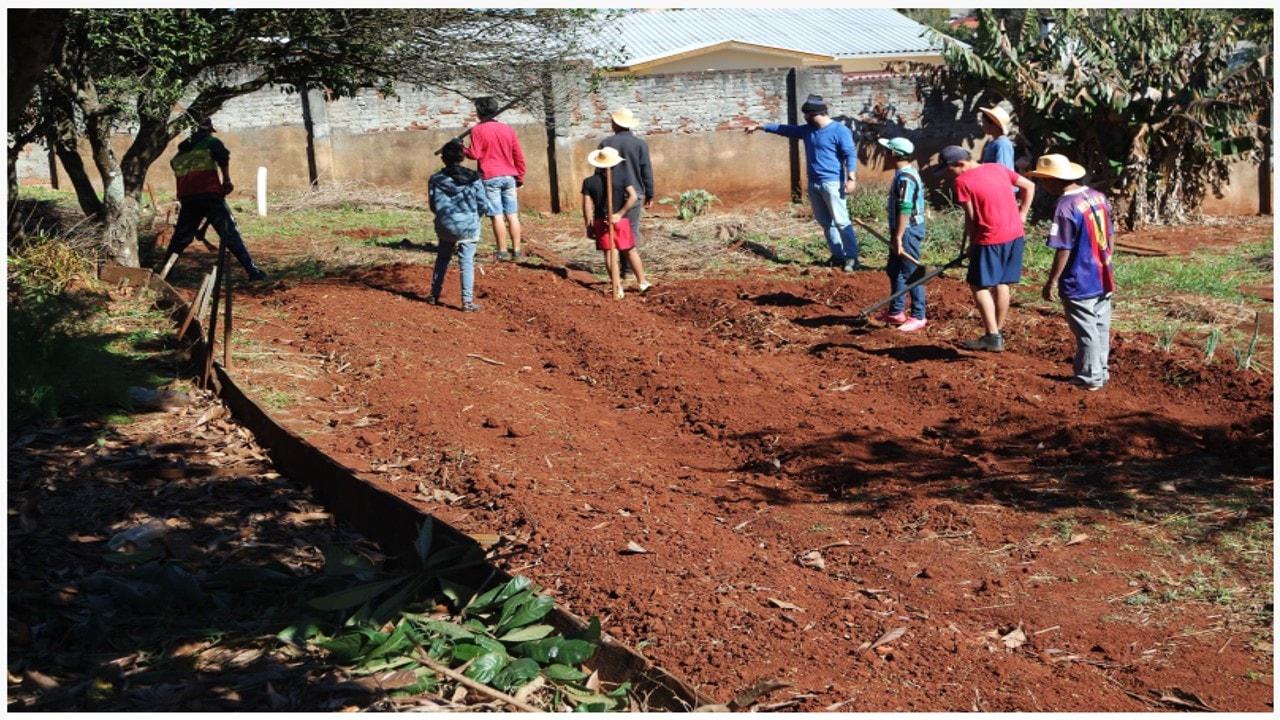 Redentora, Emater executa projeto de horta no Cras