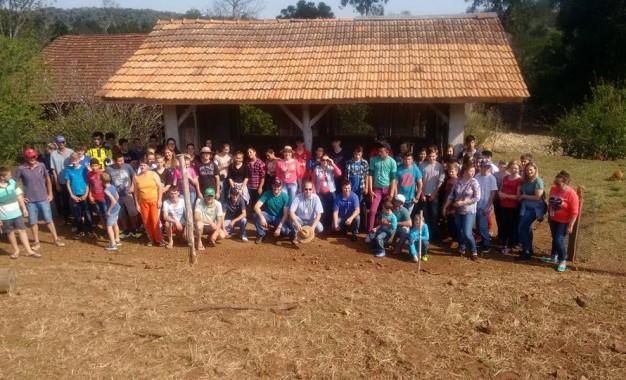 Três Passos, alunos participam de dia de campo