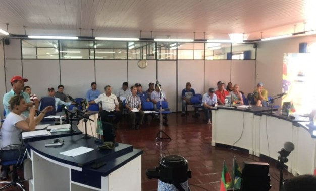Redentora, agricultores representantes de associações e patrulha agrícola participam de reunião.