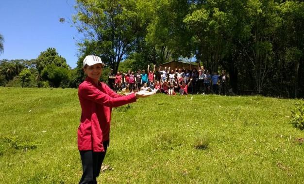 Alunos da escola Ayrton Senna visitaram propriedade rural no município de Redentora