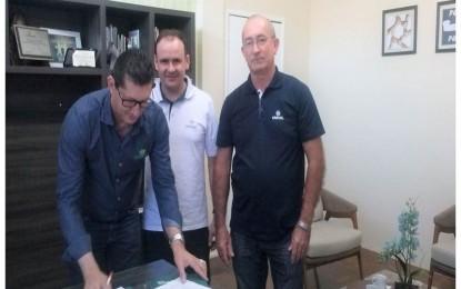 Cresol Humaitá e Cresol Santo Cristo firmam parceria com a Cotrimaio