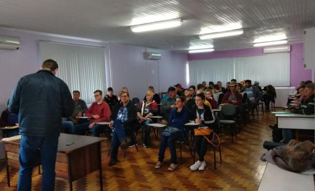 Três Passos realiza evento para assinatura dos contratos do Programa Bolsa Juventude Rural