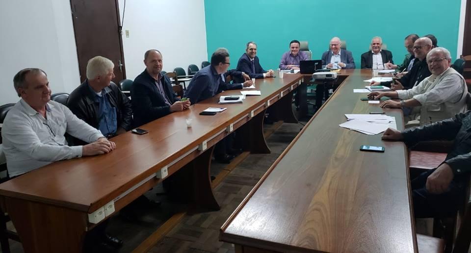 Entidades participam de reunião com objetivo de debater estratégias para o setor leiteiro