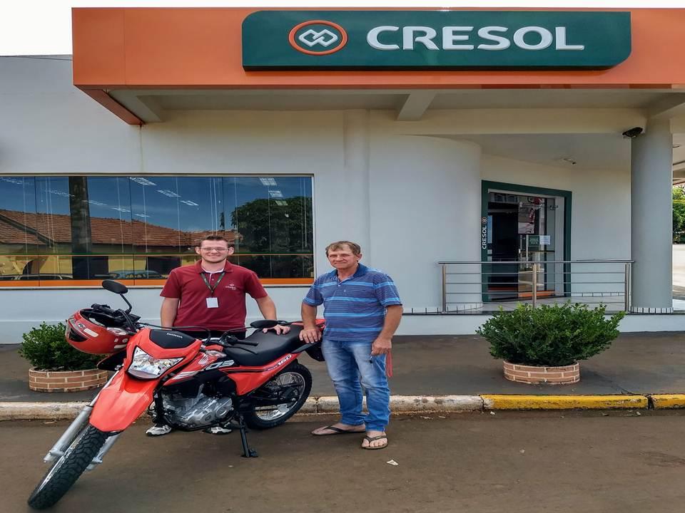 Cresol entrega moto financiada pelo Pronaf Mais Alimentos