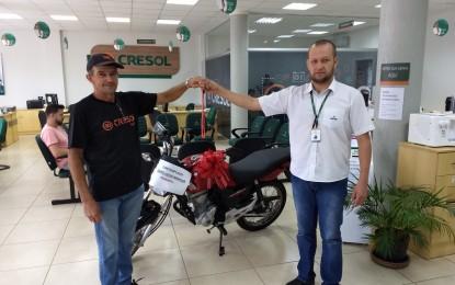 Associado da Cresol de Humaitá é contenplado com uma moto 0 Km