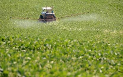 Produtores rurais voltam a ter 10 dias para declarar aplicação de agrotóxicos hormonais